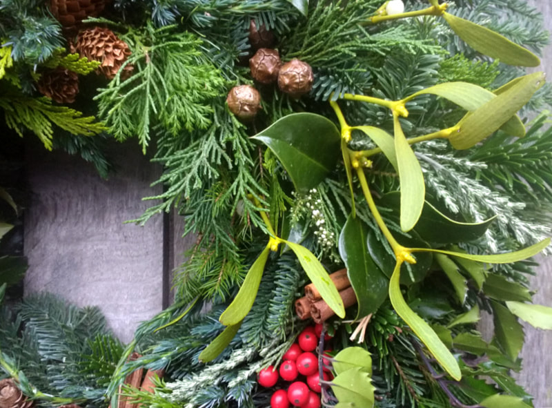Natural Christmas Wreath with Mistletoe copyright www.GallowayFlowers.co.uk